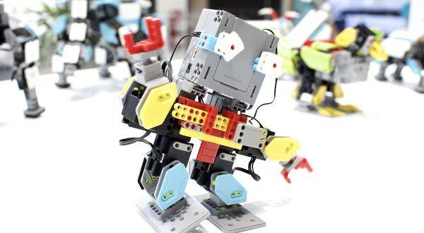 Robot giocattolo da costruire